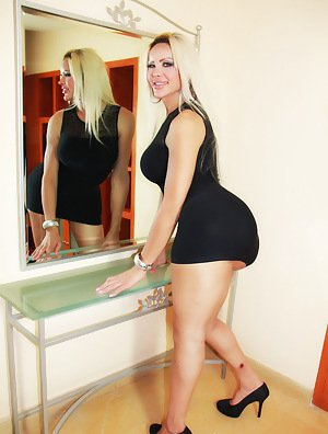 Big Booty Shemale - Free Shemale Pictures